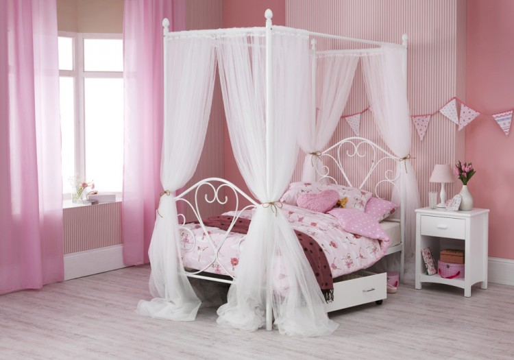 White FourPoster Bed Frame 750 x 525